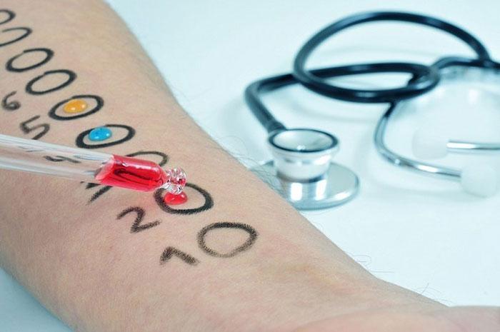 При проявлении аллергических реакций следует обратиться к врачу и пройти обследование