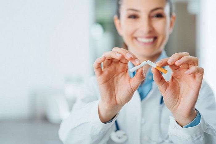 Врачи рекомендуют отказаться от сигарет во время лечения антибиотиками