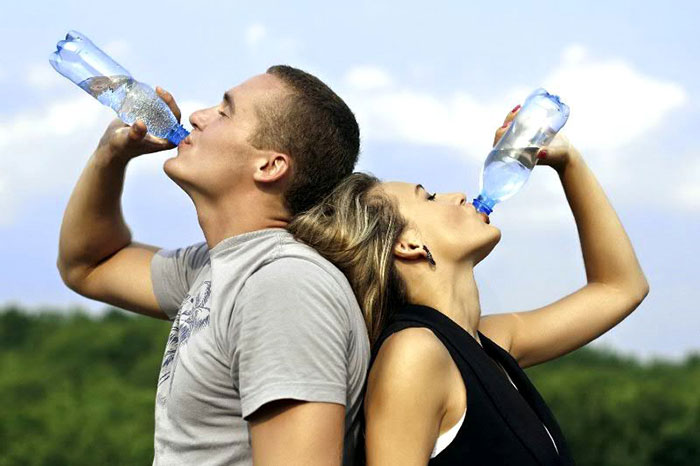 Обильное питьё, свежий воздух и здоровое питание помогут быстрее вывести никотин из организма