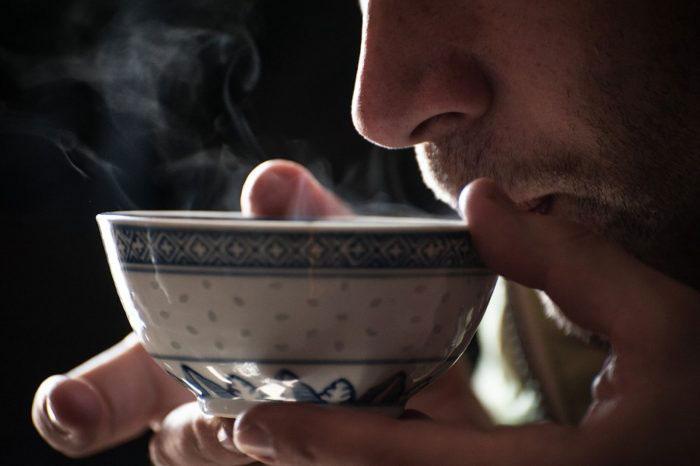Чай из тибетского сбора принимают в тёплом виде два раза в день