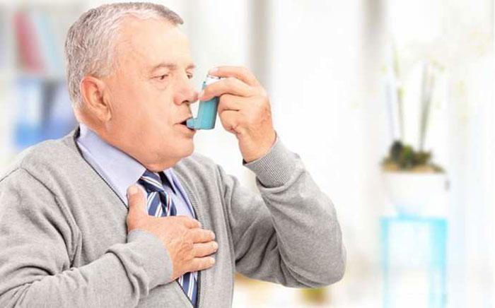 При одышке применяют различные ингаляторы и другие медикаментозные средства по назначению врача
