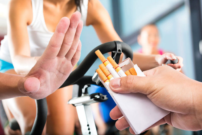 """Ограничиться лишь одной сигаретой могут """"сильные"""" мужчины и женщины"""