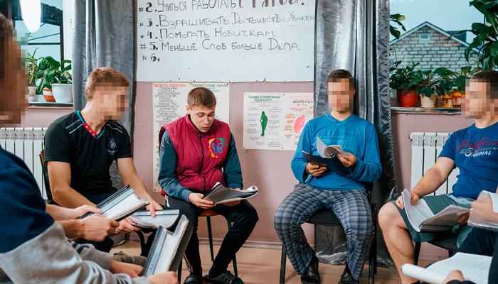 Групповые занятия постояльцев в реабилитационном центре «Развитие» (Тольятти)