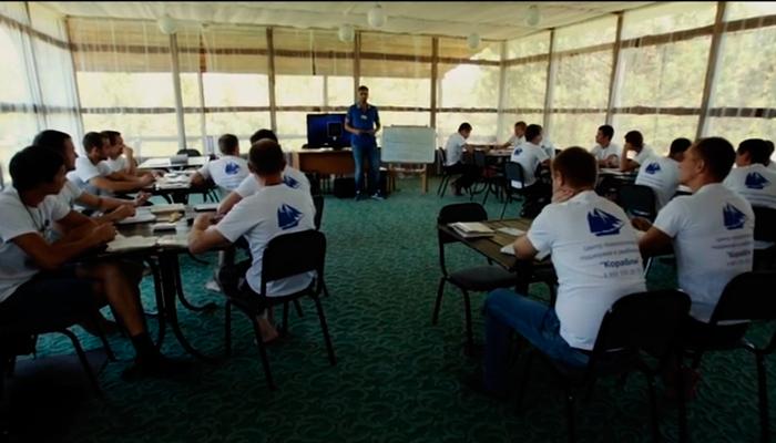 Групповые занятия постояльцев в реабилитационном центре «Корабли» (Сургут)