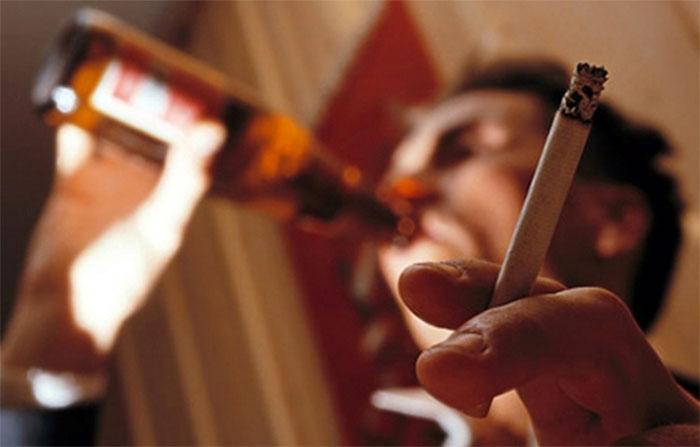 Курение при употреблении алкоголя влияет на последующие симптомы похмелья
