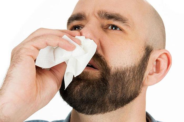 При носовом кровотечении не рекомендуется запрокидывать голову назад