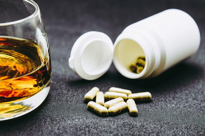 Врачи рекомендую отказаться от алкоголя на время лечения ветрянки медикаментами