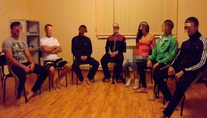 Групповые занятия постояльцев в реабилитационном наркологическом центре «Путь жизни» (Новосибирск)