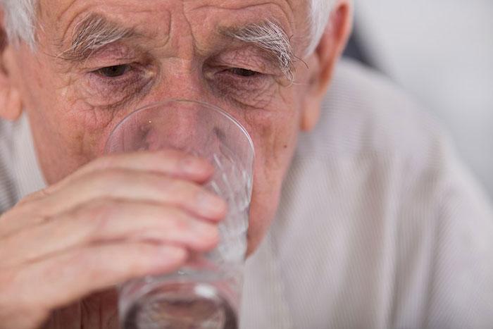 Алкоголь негативно влияет на ЦНС и способствует прогрессированию болезни Паркинсона