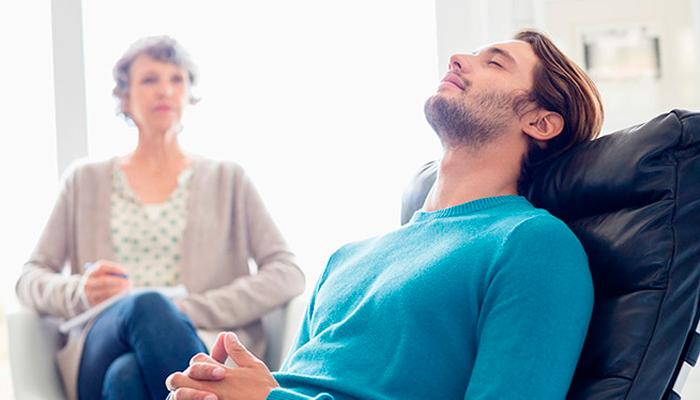 Обращение к психологу для лечения зависимости от веселящего газа