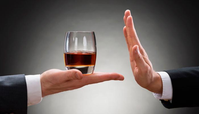 Отказ от алкоголя для избавления от прыщей