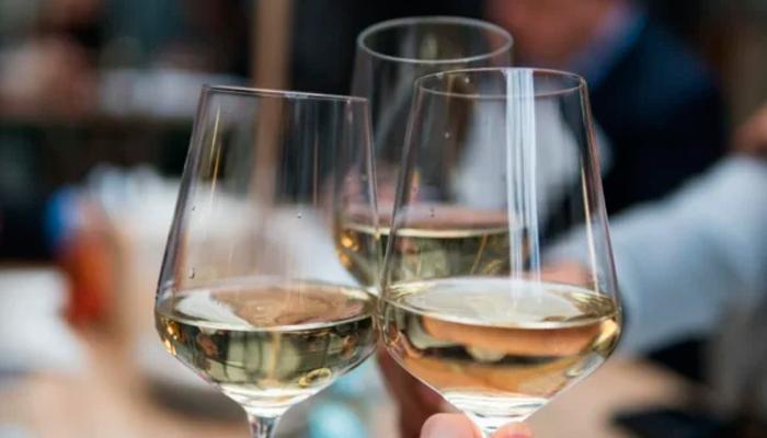 Умеренное употребление алкоголя для предотвращения появления угрей