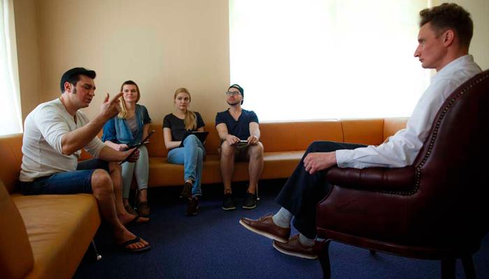 Занятия с психологом в клинике Маршака