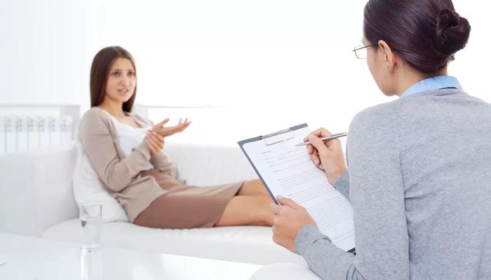 Обращение к психотерапевту для лечения компульсивного переедания